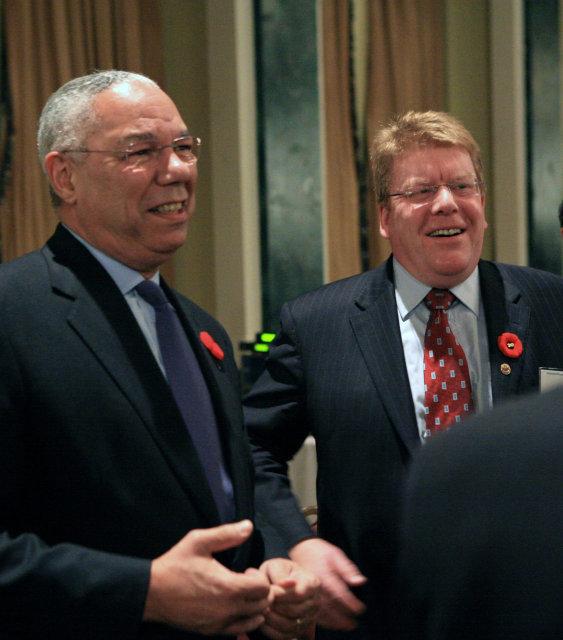 Jurshevski er hér með Colin Powell, fyrrverandi utanríkisráðherra Bandaríkjanna, á ...