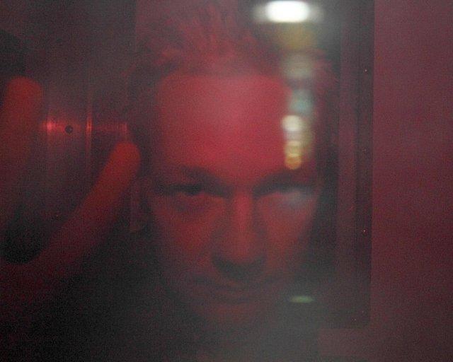 Julian Assange fluttur í Wandsworth fangelsið í Lundúnum í síðustu ...