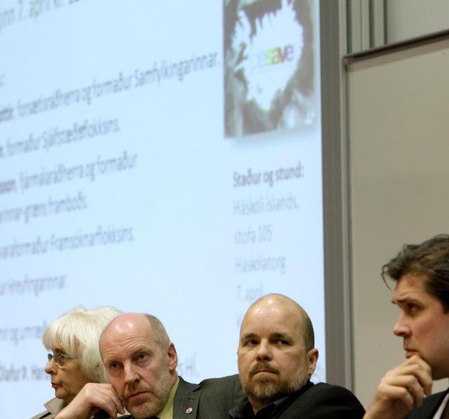 Steingrímur J. Sigfússon ræddi Icesave ásamt öðrum forystumönnum stjórnmálaflokkanna á ...