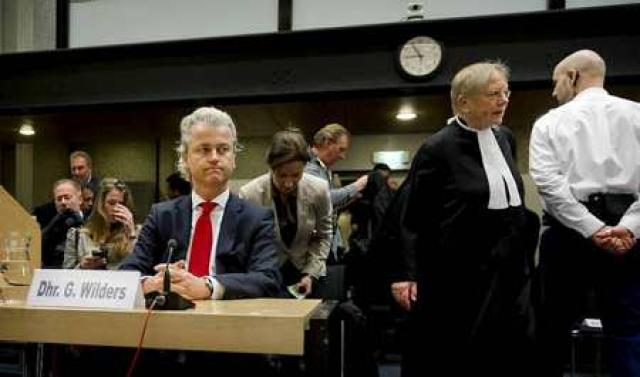 Geert Wilders leiðtogi Frelsisflokksins sætir nú réttarhöldum fyrir að ala ...