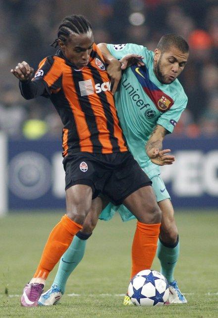 Willian hjá Shakhtar og Daniel Alves hjá Barcelona eigast við ...