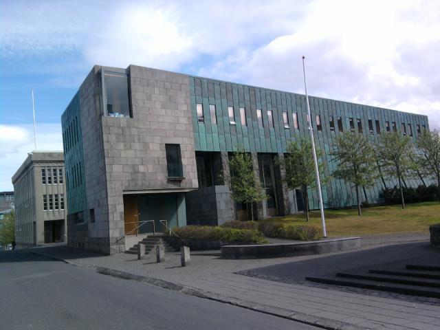 Hæstiréttur dæmdi í dag að gengistryggð lán ættu að bera ...