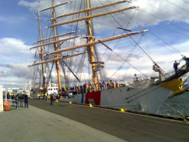 Bandaríska skólaskipið USCGC Eagle WIX-327 er komið til hafnar í ...