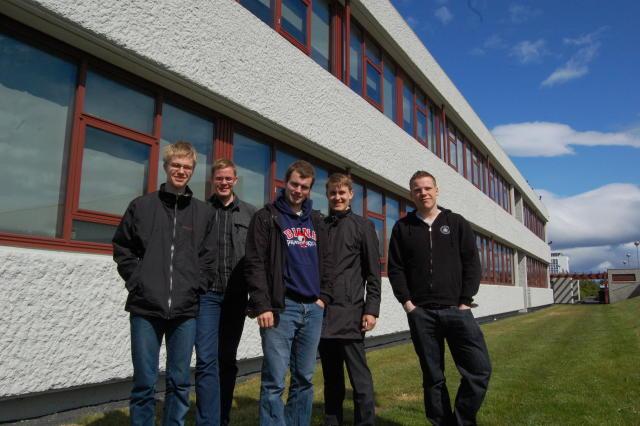 Ólympíuliðið í eðlisfræði 2011. Frá vinstri: Sigtryggur Hauksson, Magnús Pálsson, ...