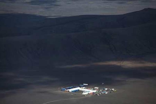 Kvikmyndaver Ridleys Scotts er á Suðurlandi, nálægt Heklu. Þar starfa ...