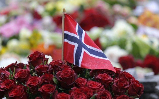 Rósir hafa verið áberandi í sorgarviðbrögðum Norðmanna við hryðjuverkunum fyrir ...