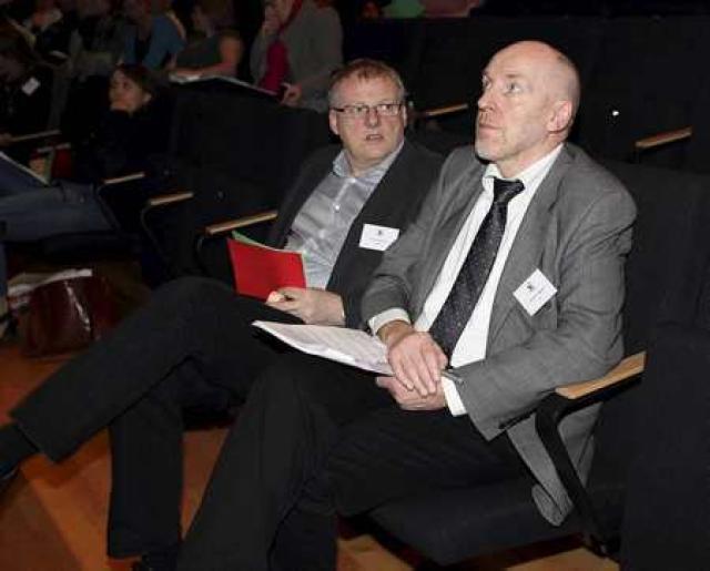 Steingrímur J. og Árni Sigurðsson fylgjast með umræðum á landsfundi ...