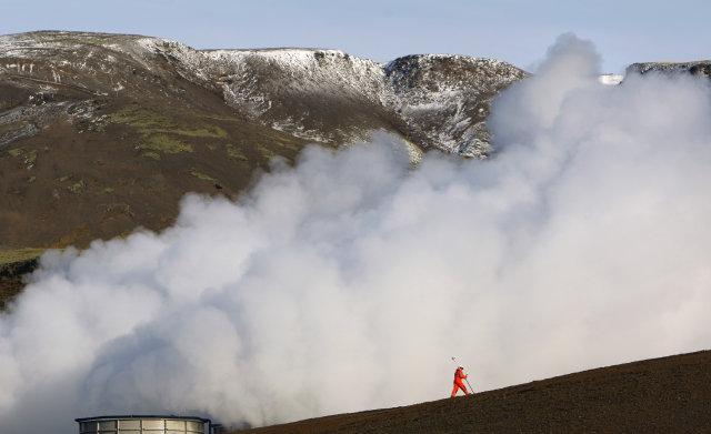 Gufustrókur frá Hellisheiðarvirkjun. Brennisteinsvetni er á meðal þeirra lofttegunda sem ...