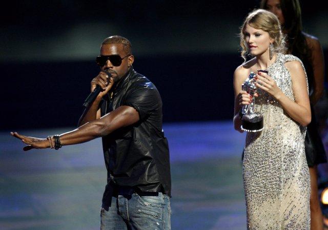 Kanye West truflaði þakkarræðu söngkonunnar Taylor Swift á MTV-myndbandahátíðinni í ...