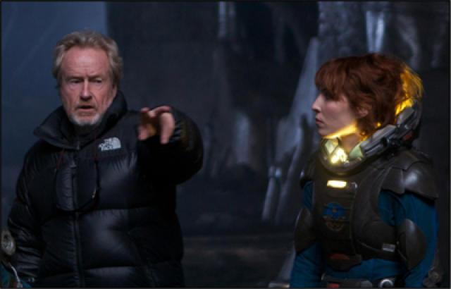 Ridley Scott og Noomi Rapace við tökur á Prometheus á ...
