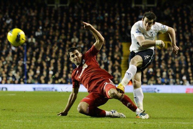 Gareth Bale hjá Tottenham reynir skot að marki WBA í ...