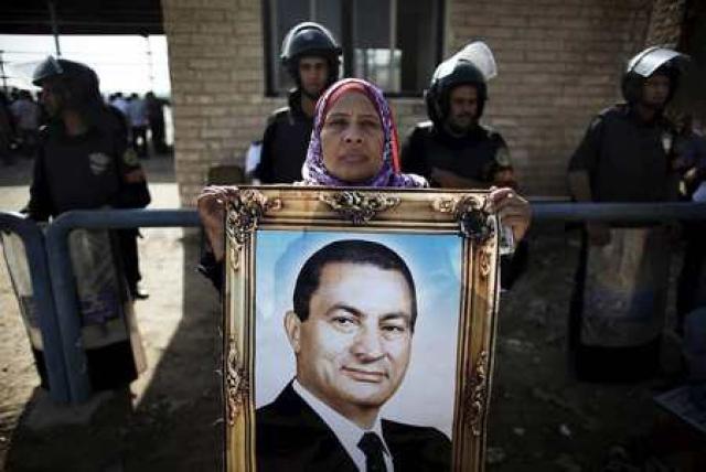 Það eru ekki margir Egyptar sem styðja Mubarak, en þeir ...
