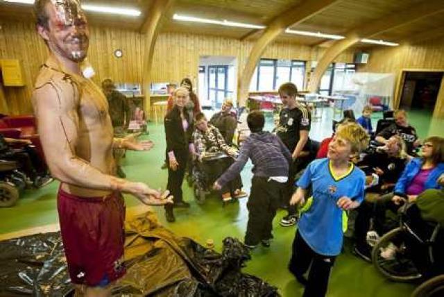 Kvöldvaka í sumarbúðum fatlaðra í Reykjadal.