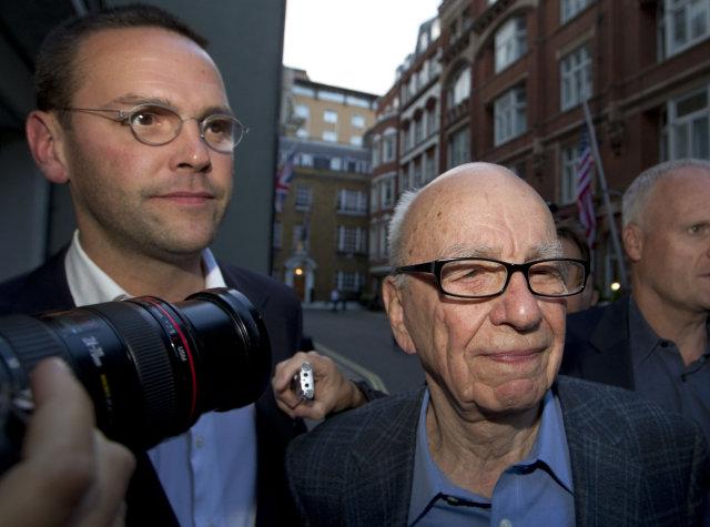 Feðgarnir James og Rupert Murdoch