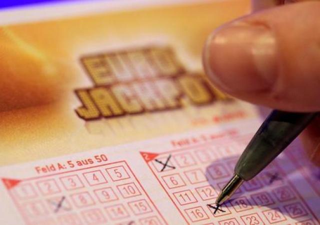 Dregið var í Eurojackpot lottóinu í kvöld.