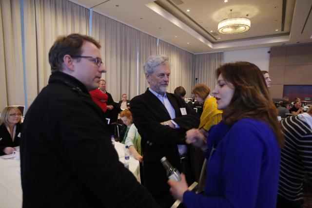 Glaðbeittir vinstrimenn á Hilton Nordica hótelinu við upphaf landsfundar í ...