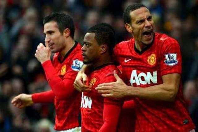 Rio Ferdinand fagnar marki með Manchester United.
