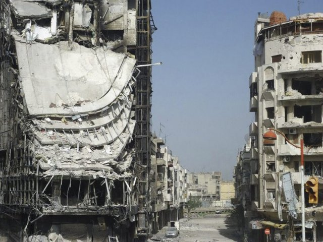 Frá hverfinu Juret al-Shayah í borginni Homs í Sýrlandi. Byggingar ...
