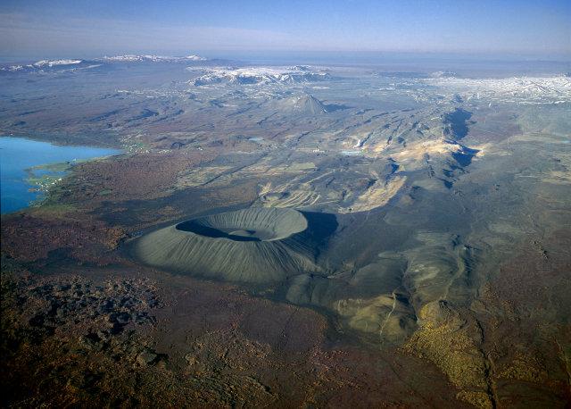 Við Mývatn. Landsvirkjun á réttindi í landi Reykjahlíðar. Landeigendur eiga ...