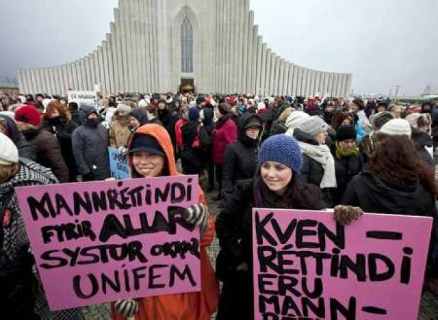 Í skýrslunni er m.a. fjallað um hversu áhrifamikil íslenska kvennahreyfingin ...