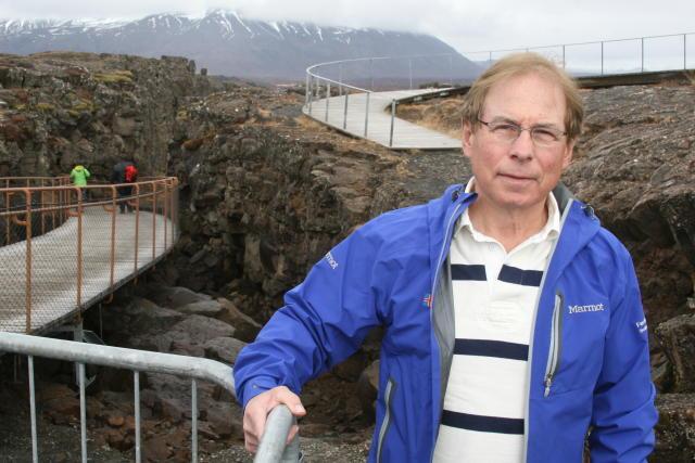 Ólafur Örn Haraldsson við efsta hluta Almannagjár á Þingvöllum.