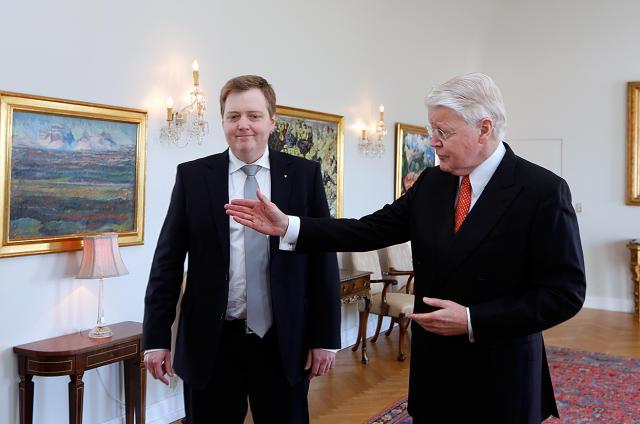 Former PM Sigmundur Davíð Gunnlaugsson (left) and President Ólafur Ragnar ...