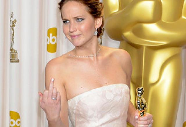 Hver man ekki eftir því þegar Jennifer gaf pressunni puttann ...
