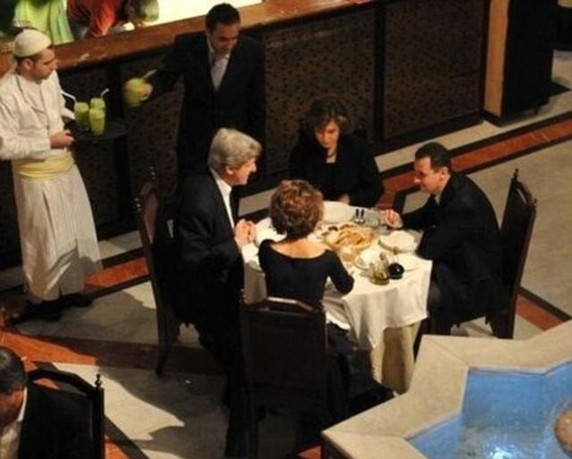 John Kerry og eiginkona hans áttu vinalega kvöldstund með sýrlensku ...