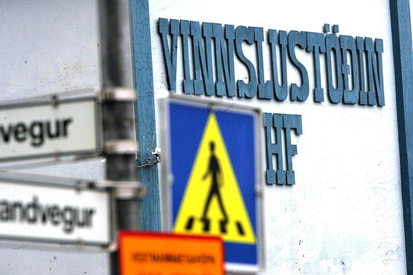Starfsfólk Vinnslustöðvarinnar reynir að bjarga því sem bjargað verður.
