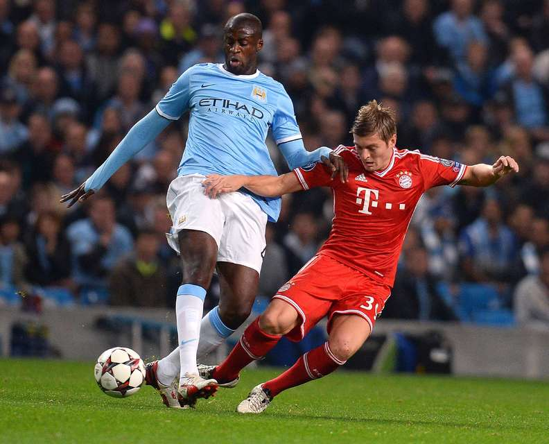 Touré finnst Liverpool líklegra til árangurs en United.