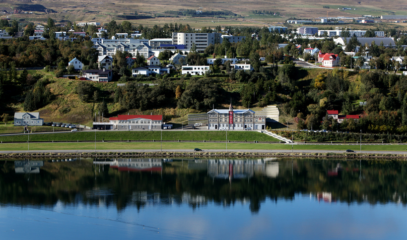 how to get to akureyri airport