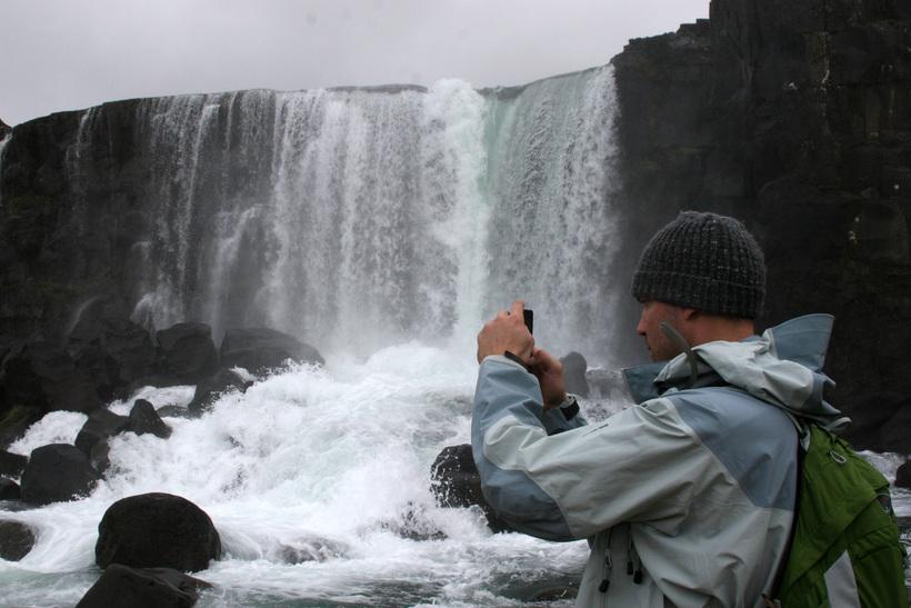 Ferðamaður við Þingvelli.