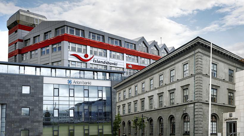 Ríkið á 100% hlut í Íslandsbanka, 98,2% í Landsbankanum og ...