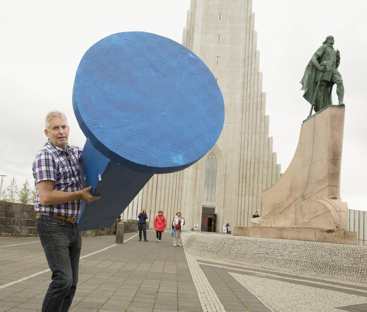 Jóhannes Valgeir Reynisson, upphafsmaður Bláa naglans með bláan nagla.