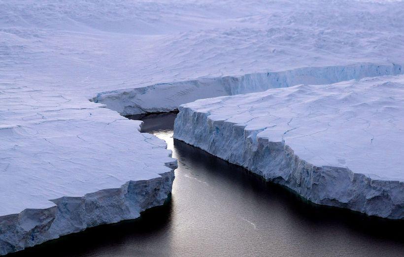 Ísjaki sem brotnaði frá Suðurskautslandinu árið 2008.