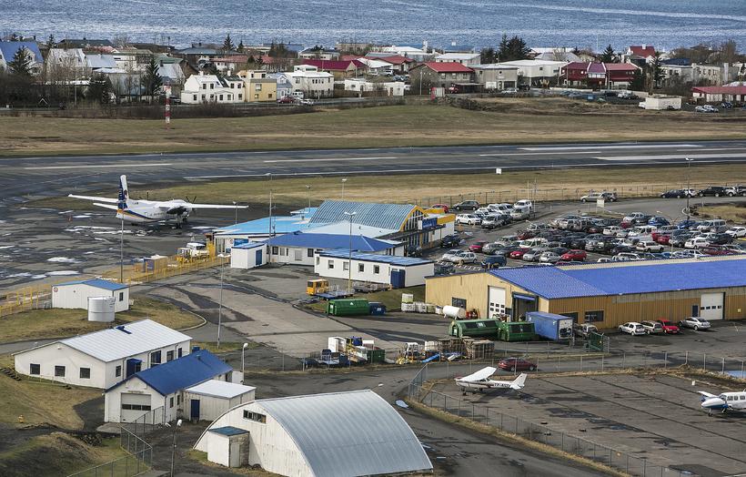 Málefni flugstöðvar á Reykjavíkurflugvelli er í lausu lofti vegna óvissu ...