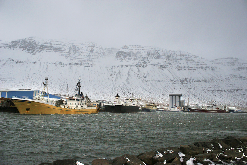 Skip við bryggju í Neskaupstað. Mynd úr safni.
