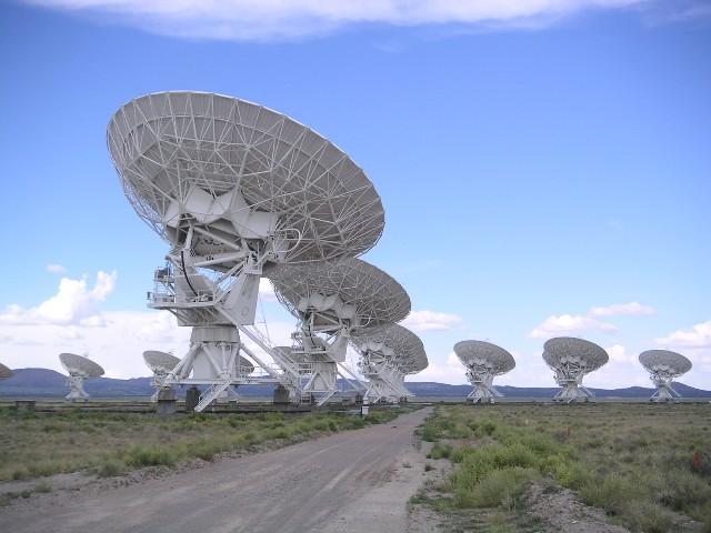 SETI notar útvarpssjónauka til þess að leita að ummerkjum um ...