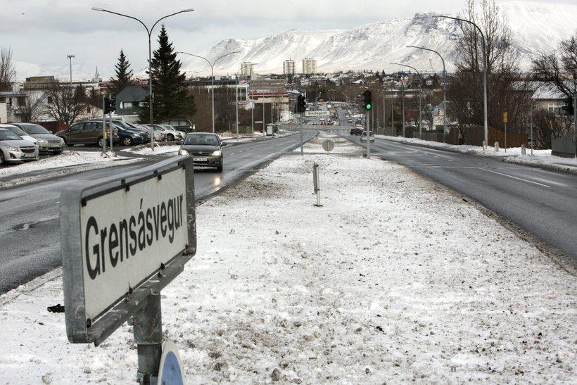 Horft yfir Grensásveg til norðurs.