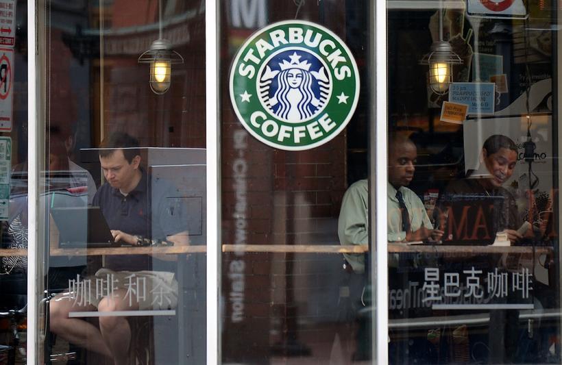Starbucks ætlar að ráða 10.000 flóttamenn til starfa á næstu ...