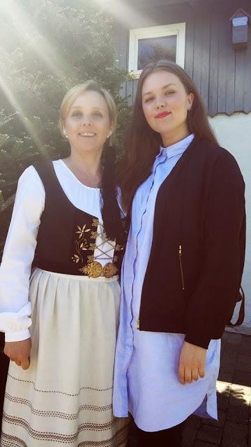 Júlíanna fór í fermingu í vikunni þar sem hún klæddist ...