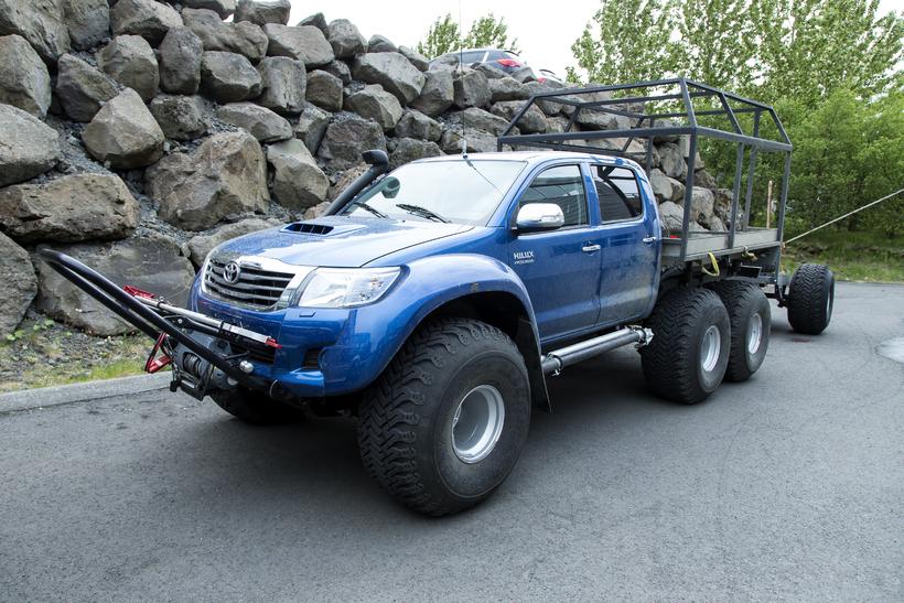 Sexhjóla trukkarnir eru breyttir Toyota hilux, en þeir hafa fengið ...