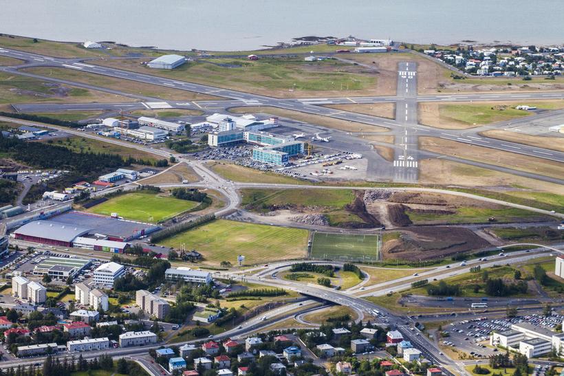 Reykjavíkurflugvöllur, neyðarbrautin framundan.