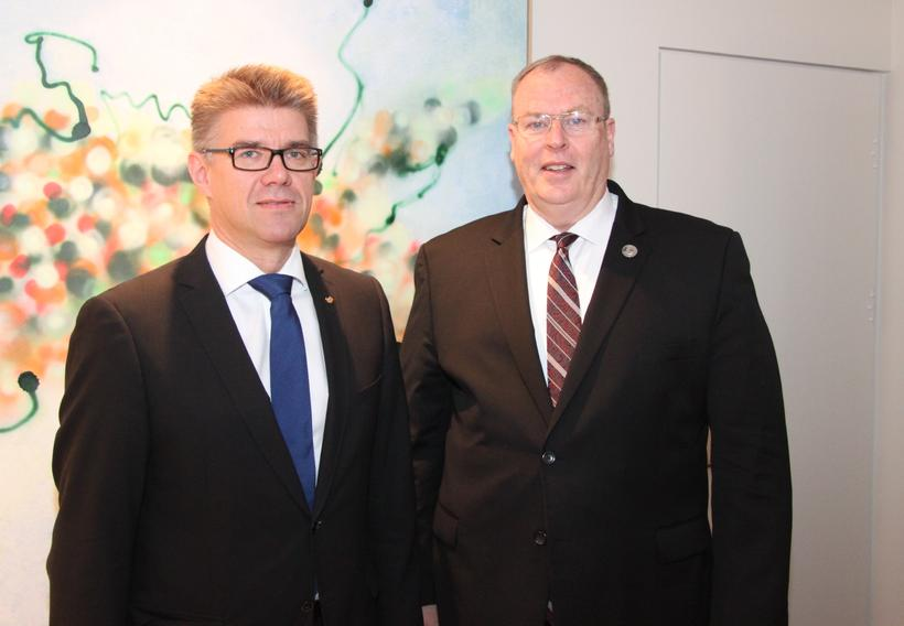 Gunnar Bragi Sveinsson utanríkisráðherra og Robert O. Work aðstoðarvarnarmálaráðherra Bandaríkjanna.
