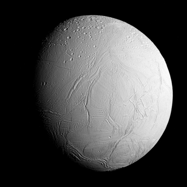 Frá aðflugi Cassini að Enkeladusi, úr um 96.000 kílómetra fjarlægð
