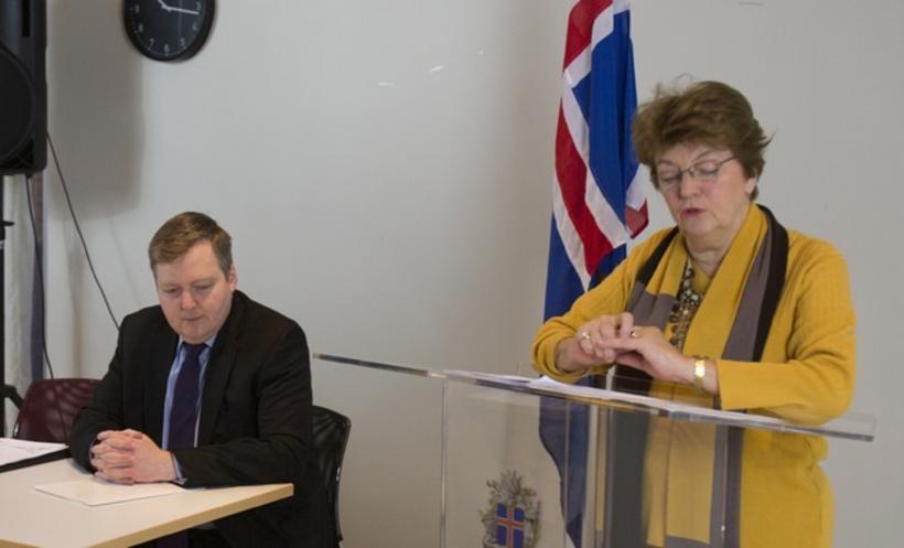 Environment Minister Sigrún Magnúsdóttir, presenting the new plan.