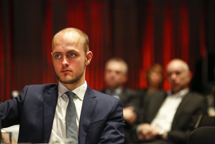 Björn Brynjúlfur Björnsson stendur á bak við síðuna.