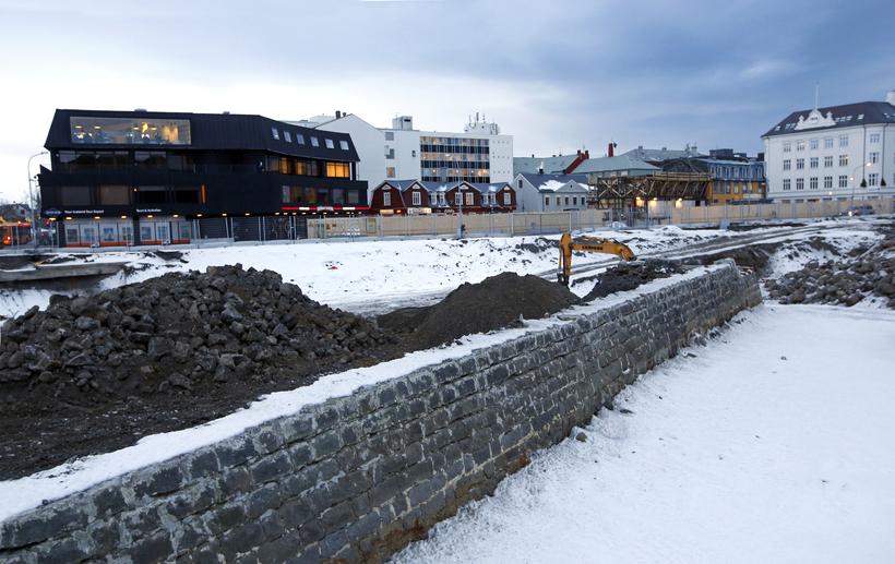 Húsnæði með íbúðum og verslunum kemur í stað hafnargarðsins.