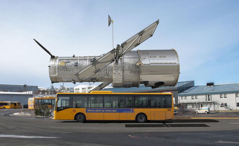 Hubble-sjónaukinn er á stærð við strætisvagn.