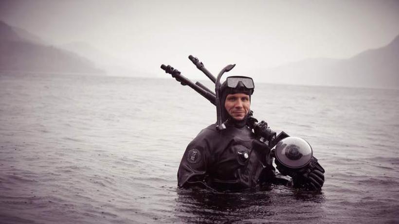 Kafari og ljósmyndari frá Google í Loch Ness vatninu í ...
